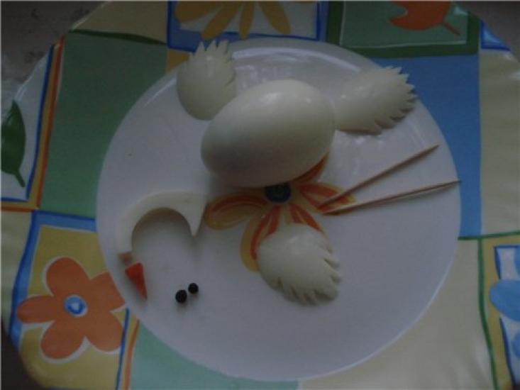 Как сделать лебедя из яиц пошагово
